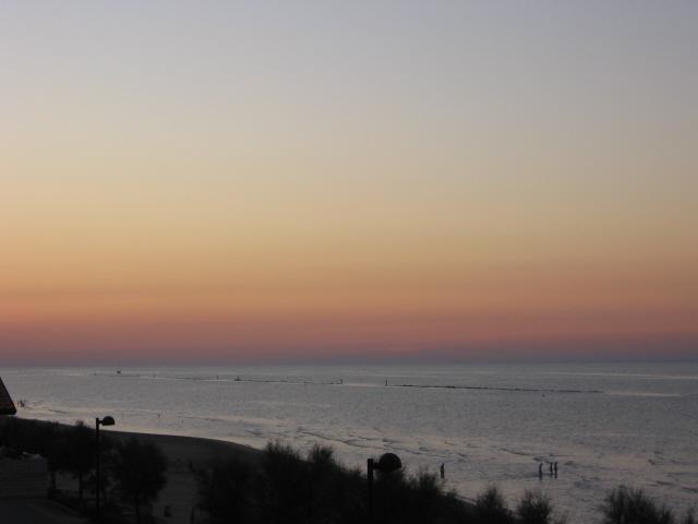Nel tramonto dell'estate il mare si colora dei colori delcrepuscolo…